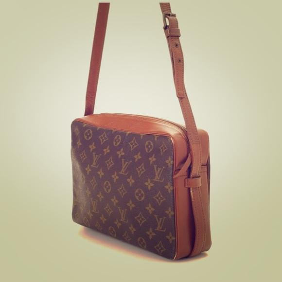 7726c577749c9 Louis Vuitton Handbags - LV Sac Bandouliere 30